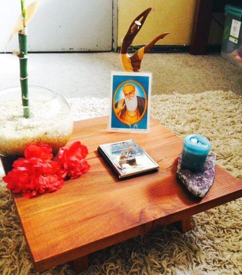 C mo hacer un altar en tu hogar comunidad kundalini yoga - Hacer meditacion en casa ...